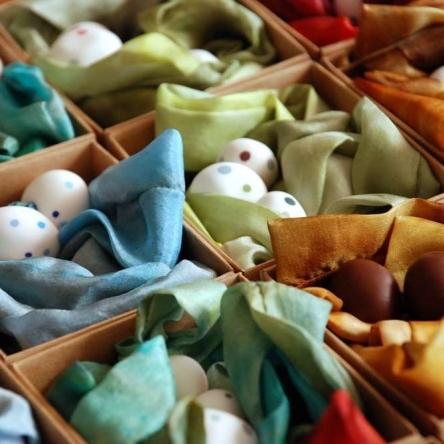 spalvoti šilkiniai rankų darbo kaklo papuošalai
