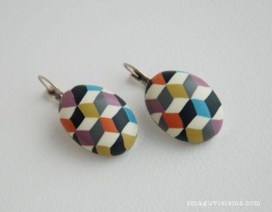 spalvoti rankų darbo auskarai su polimerinio molio kabošonu